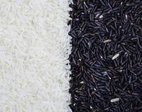 Наполовину черное и полусветлое зерно риса Стоковая Фотография