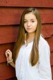 Напольный портрет довольно, девушка подростка стоковая фотография rf