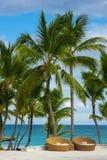 Напольный плавательный бассеин бассейна курорта роскошной гостиницы. Плавательный бассеин в роскошном курорте около моря. Тропичес Стоковая Фотография RF