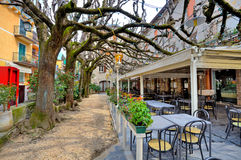 Напольный ресторан в Sirmione, Италии. Стоковые Изображения
