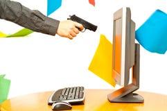 направленный пистолет s ПК человека руки Стоковые Фото