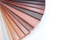 направляющий выступ цвета изолированный над белой древесиной Стоковые Изображения RF