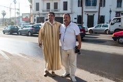 Направьте морокканских человека и туриста в путешествие через Марокко стоковое фото rf