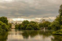 Направление 2 к глазу города или Лондона стоковое изображение rf