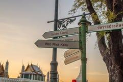 Направляющий указатель Wat Phra Kaew (висок изумрудного Будды) Стоковая Фотография RF