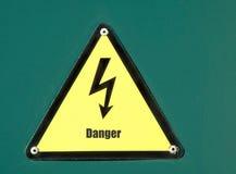 напряжение тока высокого знака опасности Стоковое Фото