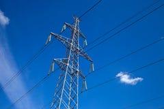 напряжение тока опоры электричества высокое Стоковое Изображение