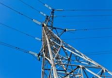 напряжение тока опоры электричества высокое Стоковая Фотография