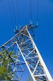 напряжение тока опоры электричества высокое Стоковые Изображения