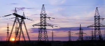 напряжение тока опоры электричества высокое Стоковое Фото