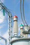 напряжение тока подстанции оборудований высокое Стоковые Фотографии RF