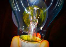 Напряжение тока шарика освещения 100 стоковое фото