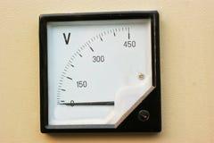 напряжение тока шкалы Стоковые Фото