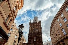 Напудрите brana Prasna башни - средневековый готический строб города построенный в XV веке стоковое фото rf