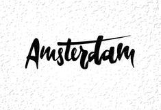 Нарисованная рука помечающ буквами ярлык с городом и текстурой Амстердама иллюстрация штока