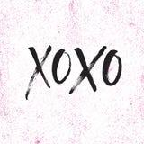 Нарисованная рука помечающ буквами xoxo Стоковые Фотографии RF