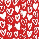 Нарисованная рукой картина краски безшовная Красная и белая предпосылка сердец вектора Абстрактный чертеж щетки Стоковое Изображение RF