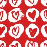 Нарисованная рукой картина краски безшовная Красная и белая предпосылка сердец вектора Абстрактный чертеж щетки Стоковое Изображение