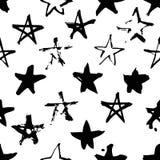 Нарисованная рукой картина краски безшовная Черно-белая предпосылка звезд Стоковое Изображение