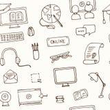Нарисованная рукой картина онлайн образования doodle безшовная Стоковое Изображение RF