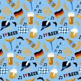 Нарисованная рукой картина пива и еды стиля doodle безшовная Фестиваль пива ремесла Стоковые Изображения