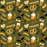 Нарисованная рукой картина пива и еды стиля doodle безшовная oktoberfest Стоковые Фото