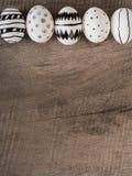 Нарисованные рукой пасхальные яйца - предпосылка сезона стоковое изображение