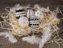 Нарисованные рукой пасхальные яйца стоковые изображения
