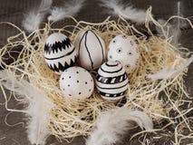Нарисованные рукой пасхальные яйца стоковая фотография