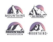 Нарисованный рукой комплект логотипа гор Значки вектора лыжного курорта, элементы силуэта горы Стоковые Изображения RF