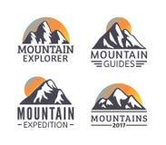 Нарисованный рукой комплект логотипа гор Значки вектора лыжного курорта, элементы силуэта горы Стоковые Изображения