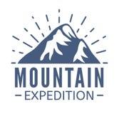 Нарисованный рукой комплект логотипа гор Значки вектора лыжного курорта, элементы силуэта горы Символы езды и сноубординга Стоковое Фото