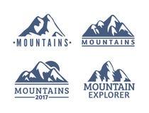 Нарисованный рукой комплект логотипа гор Значки вектора лыжного курорта, элементы силуэта горы Символы езды и сноубординга Стоковое Изображение
