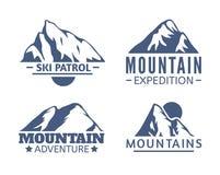 Нарисованный рукой комплект логотипа гор Значки вектора лыжного курорта, элементы силуэта горы Символы езды и сноубординга Стоковая Фотография RF