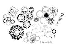 Нарисованный рукой элемент дизайна doodle объезжает орнамент Стоковые Фото