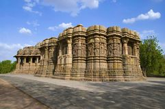 Наружный взгляд виска Солнця Построенный в ОБЪЯВЛЕНИИ 1026 до 27 во время царствования Bhima i династии Chaulukya, Modhera, Mehsa стоковые изображения rf