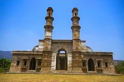 Наружный взгляд Kevada Masjid имеет минареты, глобус как куполы и узкие лестницы ЮНЕСКО, парк Champaner - Pavagadh археологически Стоковые Фото
