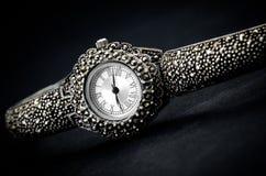 Наручные часы женщины стоковое изображение rf