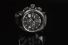 Наручные часы на темной предпосылке Стоковое Фото
