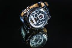 Наручные часы на темной предпосылке Стоковое Изображение