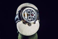 Наручные часы на темной предпосылке Стоковое фото RF