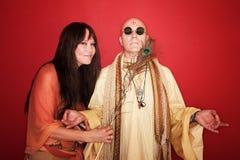 нарушьте гуру meditating к женщине попыток Стоковые Изображения RF