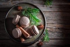Насладитесь вашими macaroons приправленными с циннамоном и анисовкой для рождества Стоковая Фотография RF