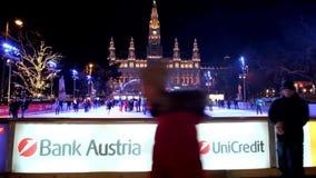 Насладитесь катком в Rathauspark, Вене, Австрии