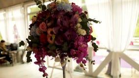 Насладитесь красивой праздничной таблицей свадьбы видеоматериал