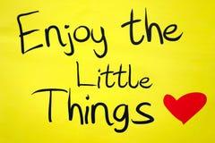 Насладитесь маленькими вещами на желтом цвете Стоковая Фотография RF
