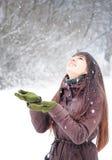 наслаждаться женщиной снежка Стоковые Изображения