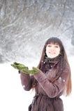 наслаждаться женщиной снежка Стоковая Фотография