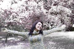 наслаждаться зимой девушки милой Стоковая Фотография