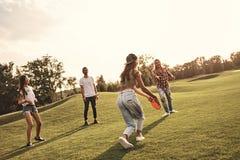 Наслаждаться игрой с друзьями Стоковые Фотографии RF